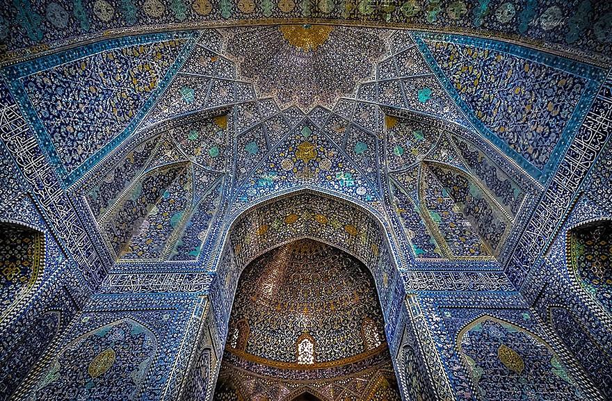 MosqueCeilings12 Чарующие и гипнотизирующие своды мечетей