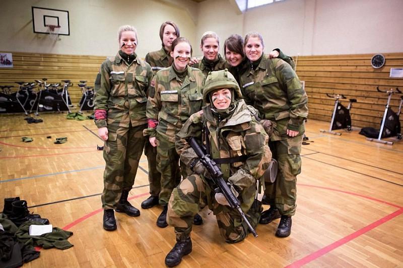 NOfarmy02 800x533 Прекрасная половина норвежской армии