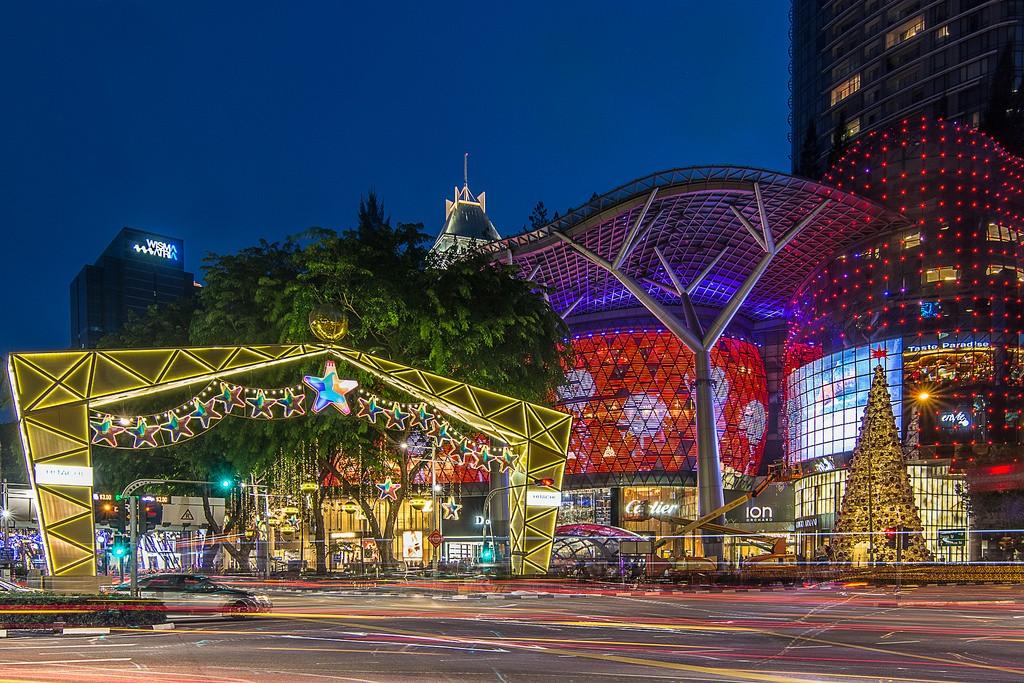 OchardRoad02 Ochard Road: Как выглядит самая известная улица Сингапура перед Рождеством и Новым годом