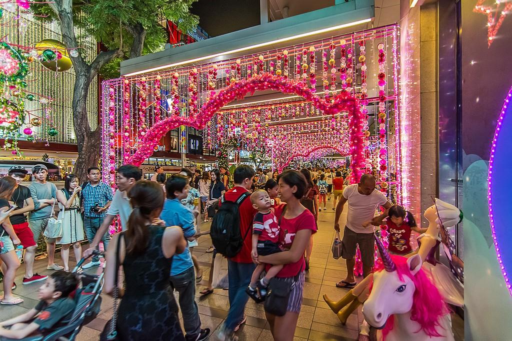 OchardRoad20 Ochard Road: Как выглядит самая известная улица Сингапура перед Рождеством и Новым годом