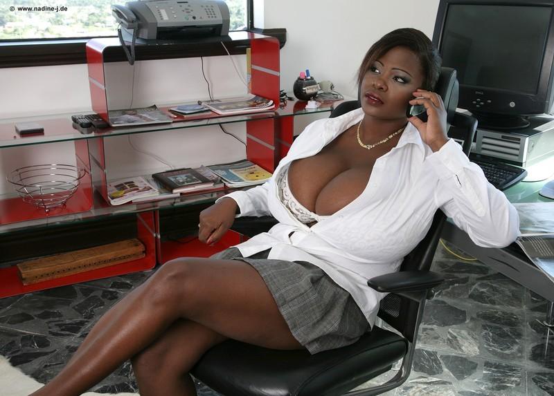 Широкая женская грудь
