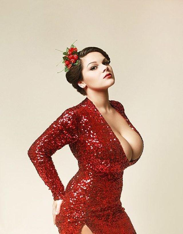 огромные груди российских женщин фото
