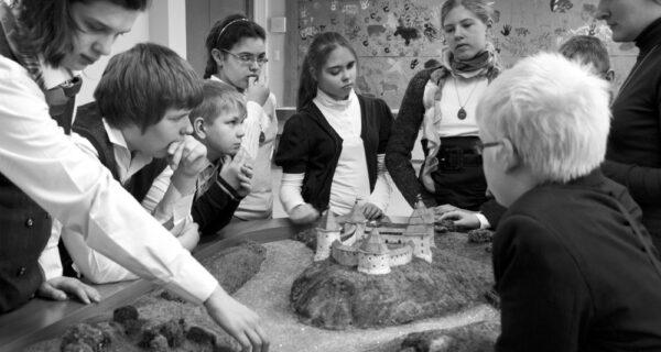 История на ощупь: как слепые дети познают прошлое