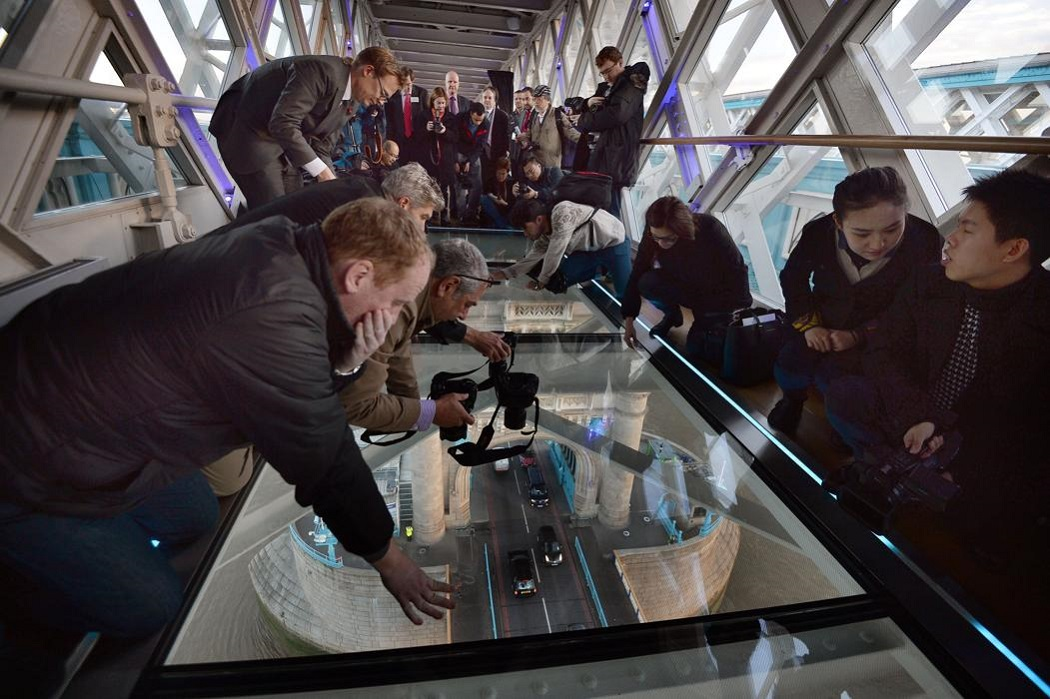 tauerskiy most 6 Потрясающий вид сквозь стеклянный пол Тауэрского моста в Лондоне