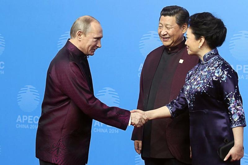 wear02 Во что приходится наряжаться мировым лидерам