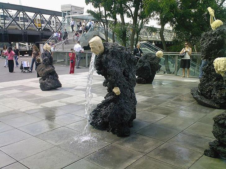 weirdstatues01 29 самых отвратительных и нелепых статуй со всего света