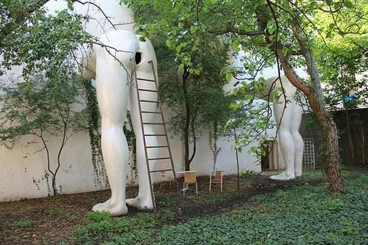 weirdstatues06 29 самых отвратительных и нелепых статуй со всего света