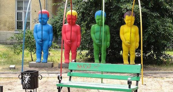 29 самых отвратительных и нелепых статуй со всегосвета