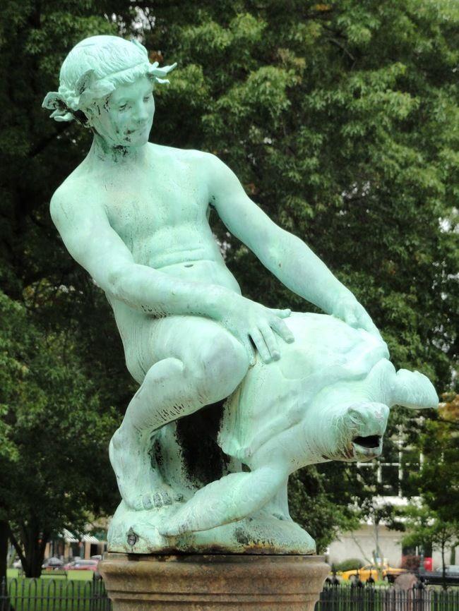 weirdstatues18 29 самых отвратительных и нелепых статуй со всего света