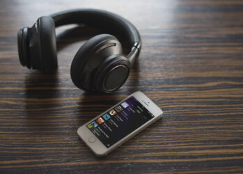 backbeat_pro_iphone_playlist_13AUG14