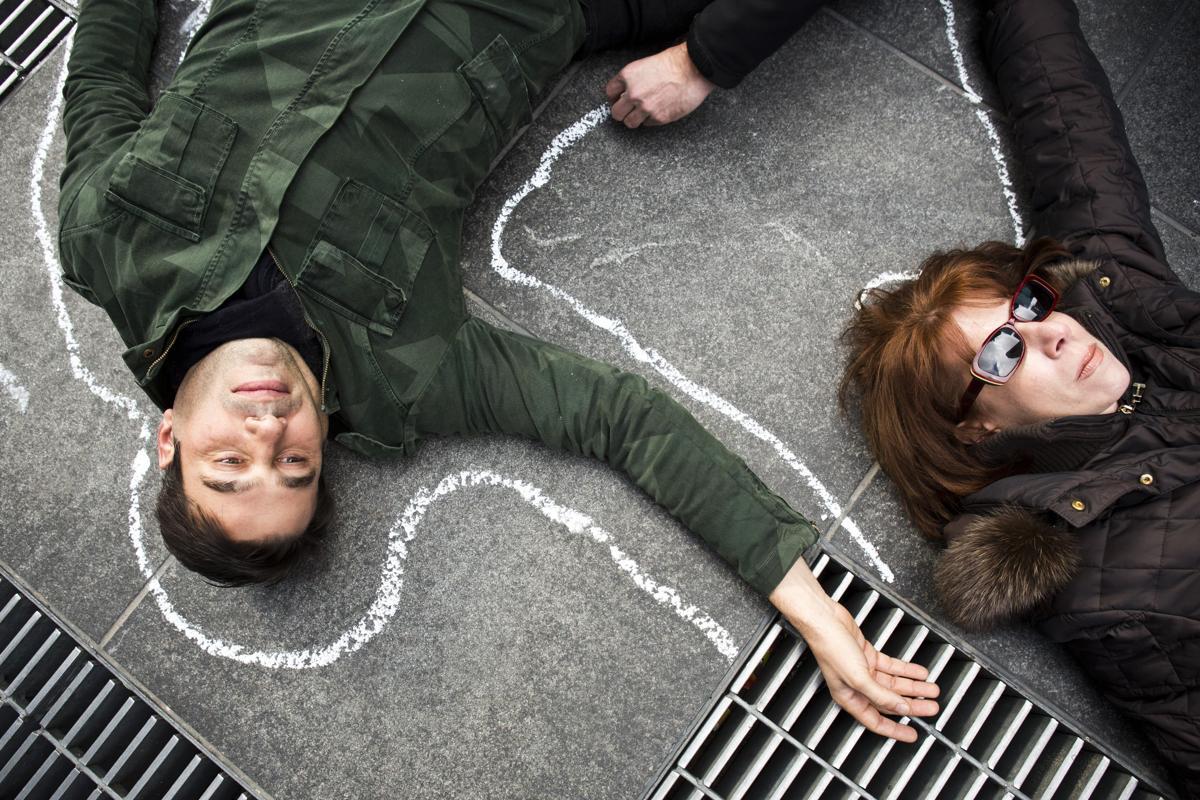 17.Люди участвуют в акции поддержки закона о ношении оружия на Таймс сквер Нью Йорк 24 февраля 2014. Площадь Таймс сквер в Нью Йорке