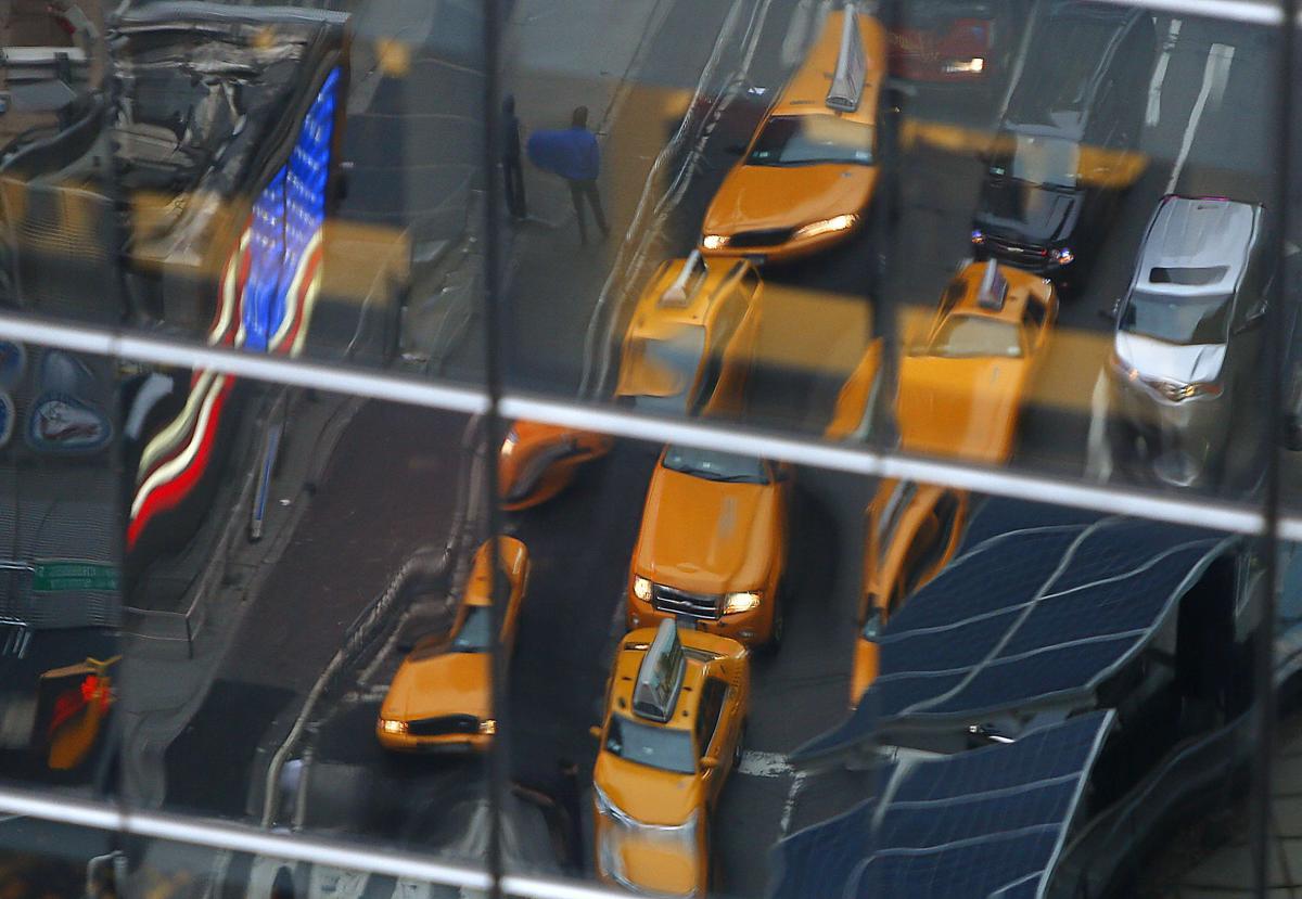 2. Такси на Таймс сквер Нью Йорк 17 декабря 2012. Площадь Таймс сквер в Нью Йорке