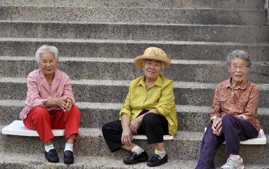 Русский секс юные со старушками на улице