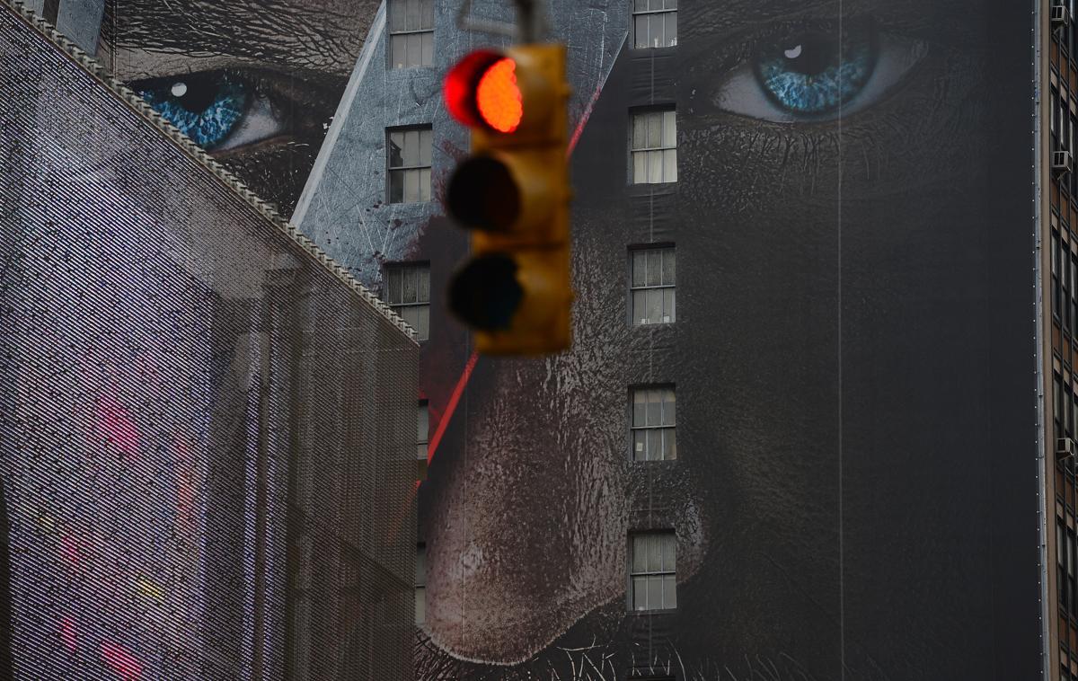 6. Реклама на стене домов на Таймс сквер Нью Йорк 25 февраля 2013. Площадь Таймс сквер в Нью Йорке
