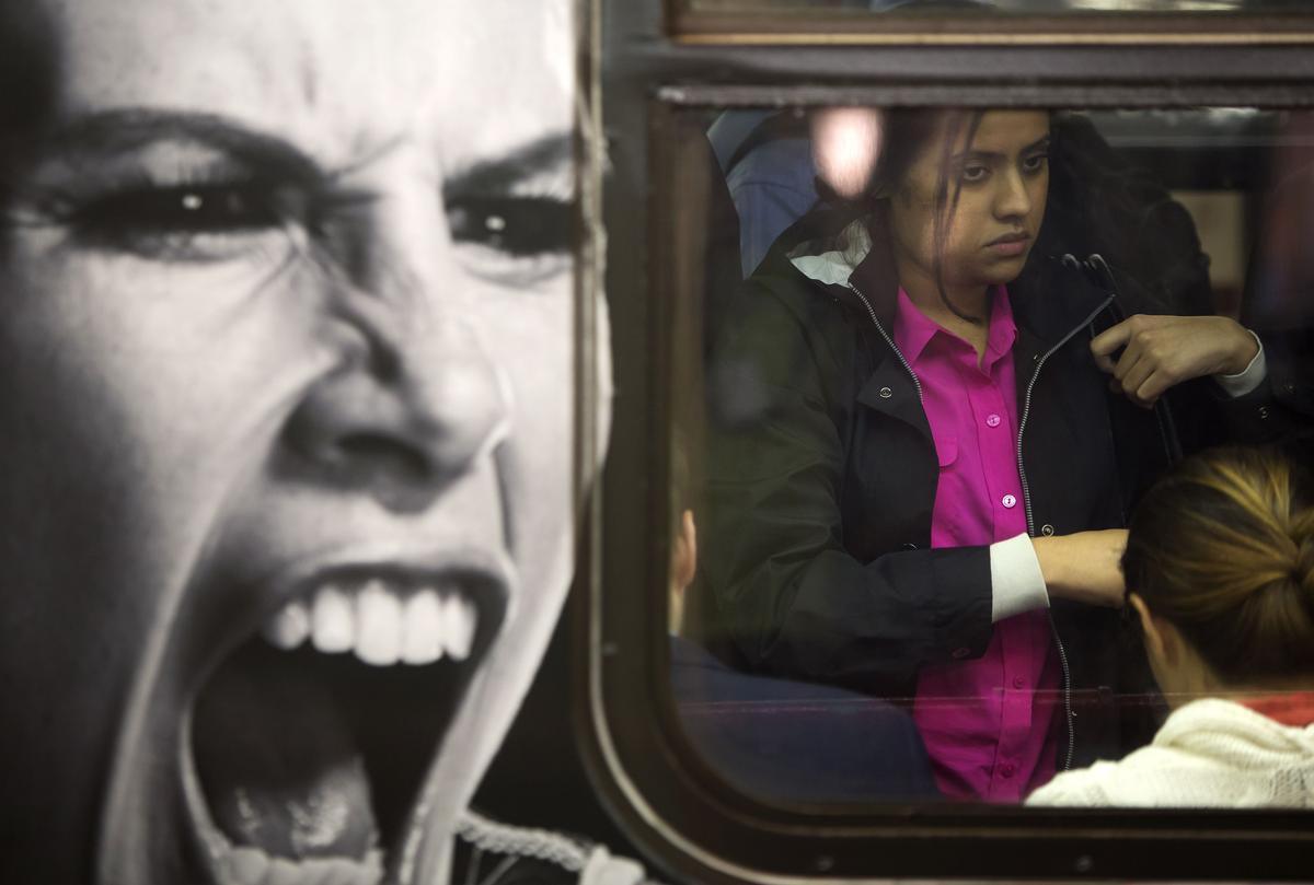 8. Женщина в метро Таймс сквер Нью Йорк 25 сентября 2014. Площадь Таймс сквер в Нью Йорке
