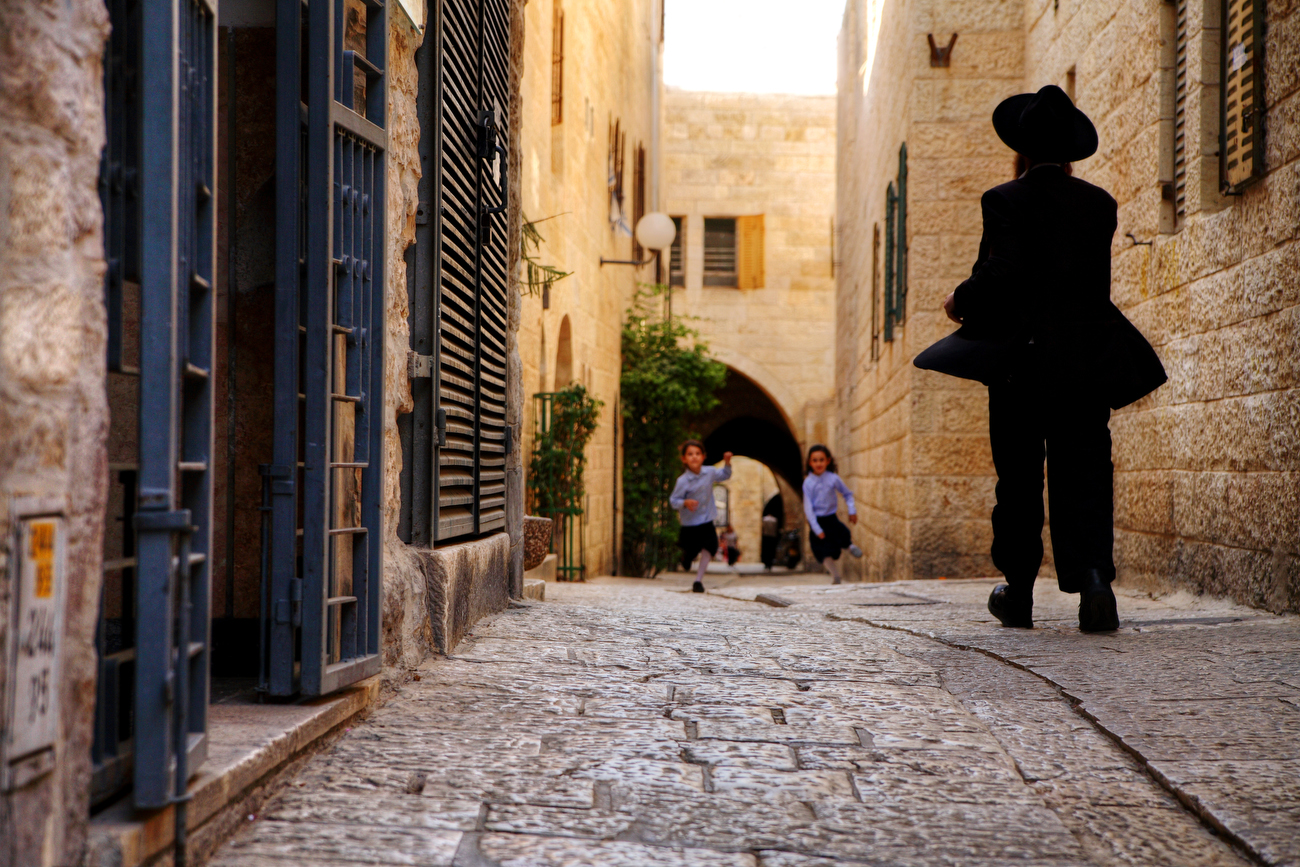 a peak into the old town of jerusalem in israel