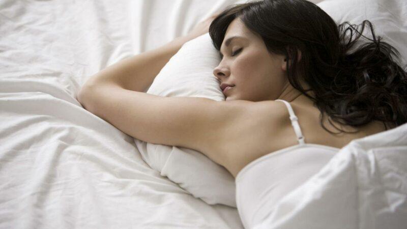 Личинки в постельном белье