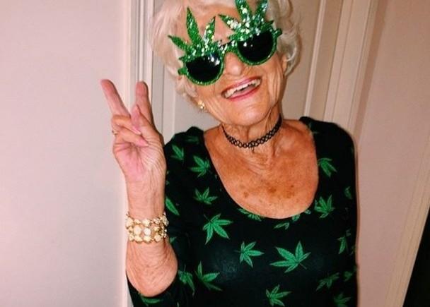 фото бабушка крутая