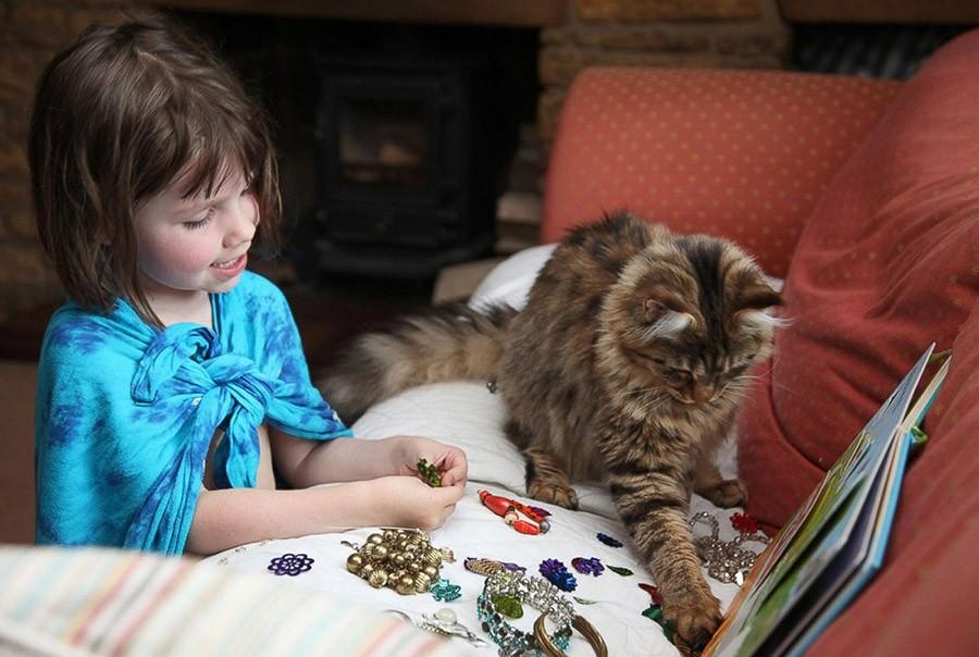 IrisandThula17 Как кошка Тула помогает девочке с аутизмом