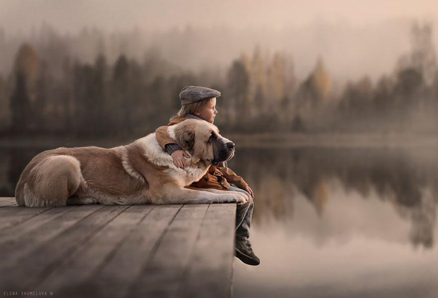 KidsWithAnimals05 Россиянка создает потрясающие фотографии своих детей с животными в деревне