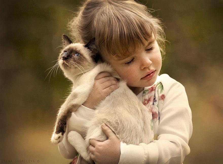 KidsWithAnimals13 Россиянка создает потрясающие фотографии своих детей с животными в деревне