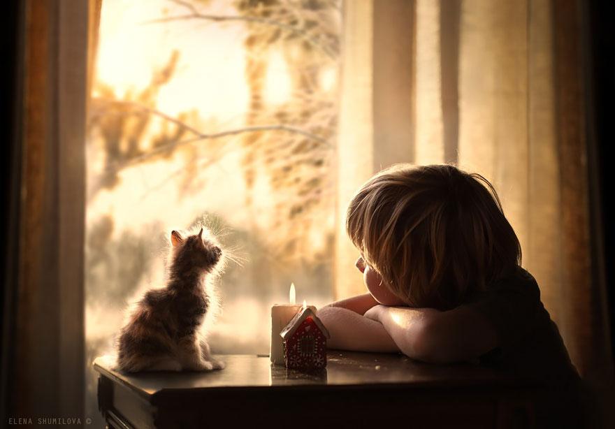 KidsWithAnimals21 Россиянка создает потрясающие фотографии своих детей с животными в деревне