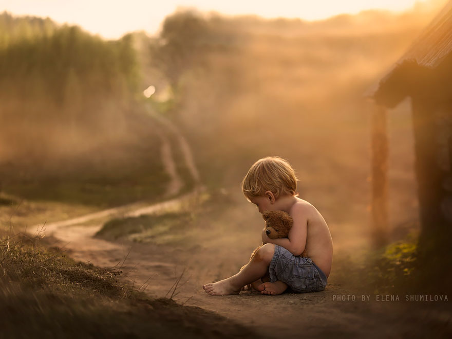 KidsWithAnimals23 Россиянка создает потрясающие фотографии своих детей с животными в деревне