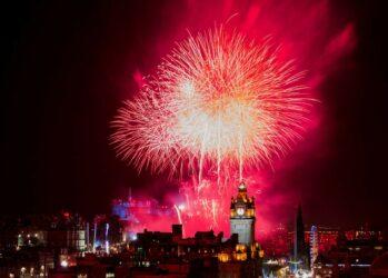 Смотреть Салют на Новый год 2019 в Москве видео