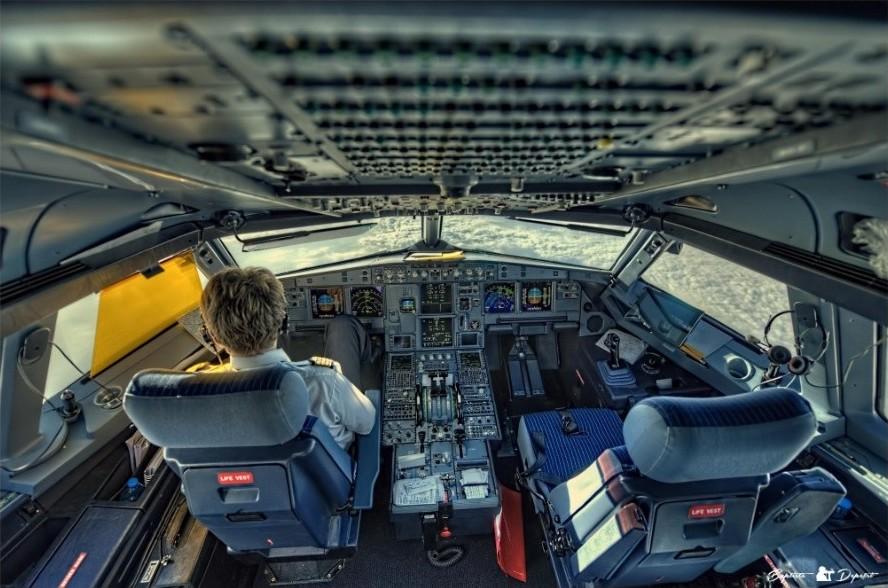 фото в кабине пилота самолета встретились очень трудные