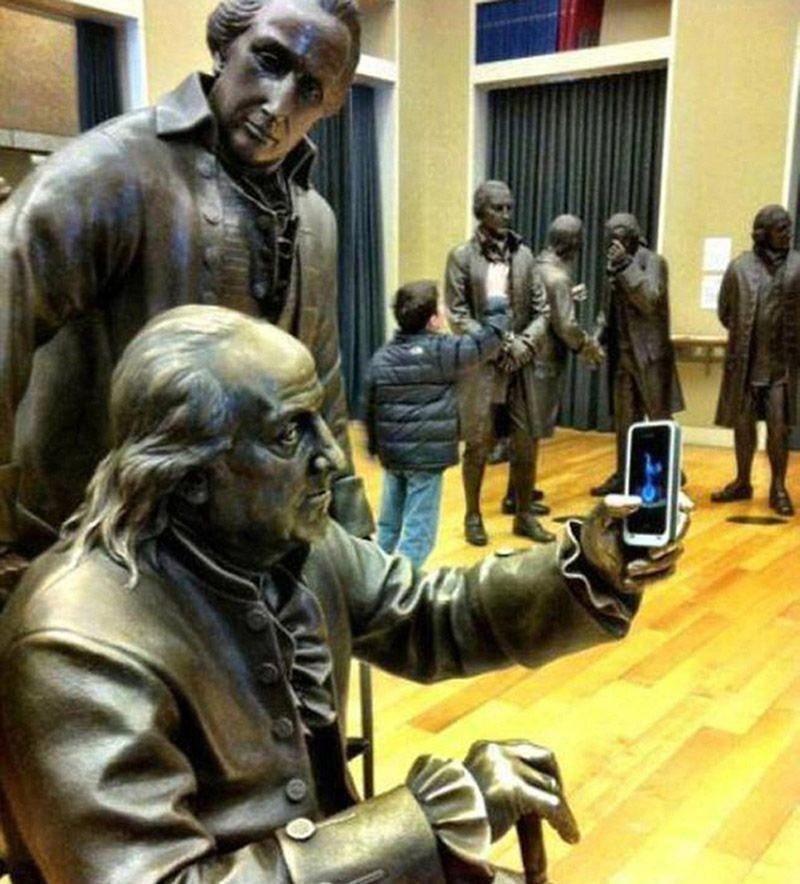 photowithstatue25 Как правильно фотографироваться с памятниками — новые идеи