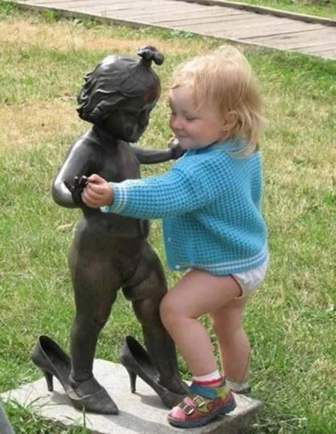photowithstatue27 Как правильно фотографироваться с памятниками — новые идеи