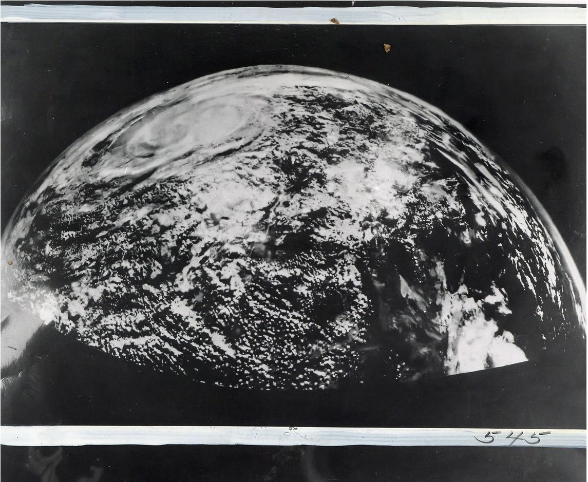 01 Космический винтаж: старые снимки НАСА уйдут с молотка в Лондоне