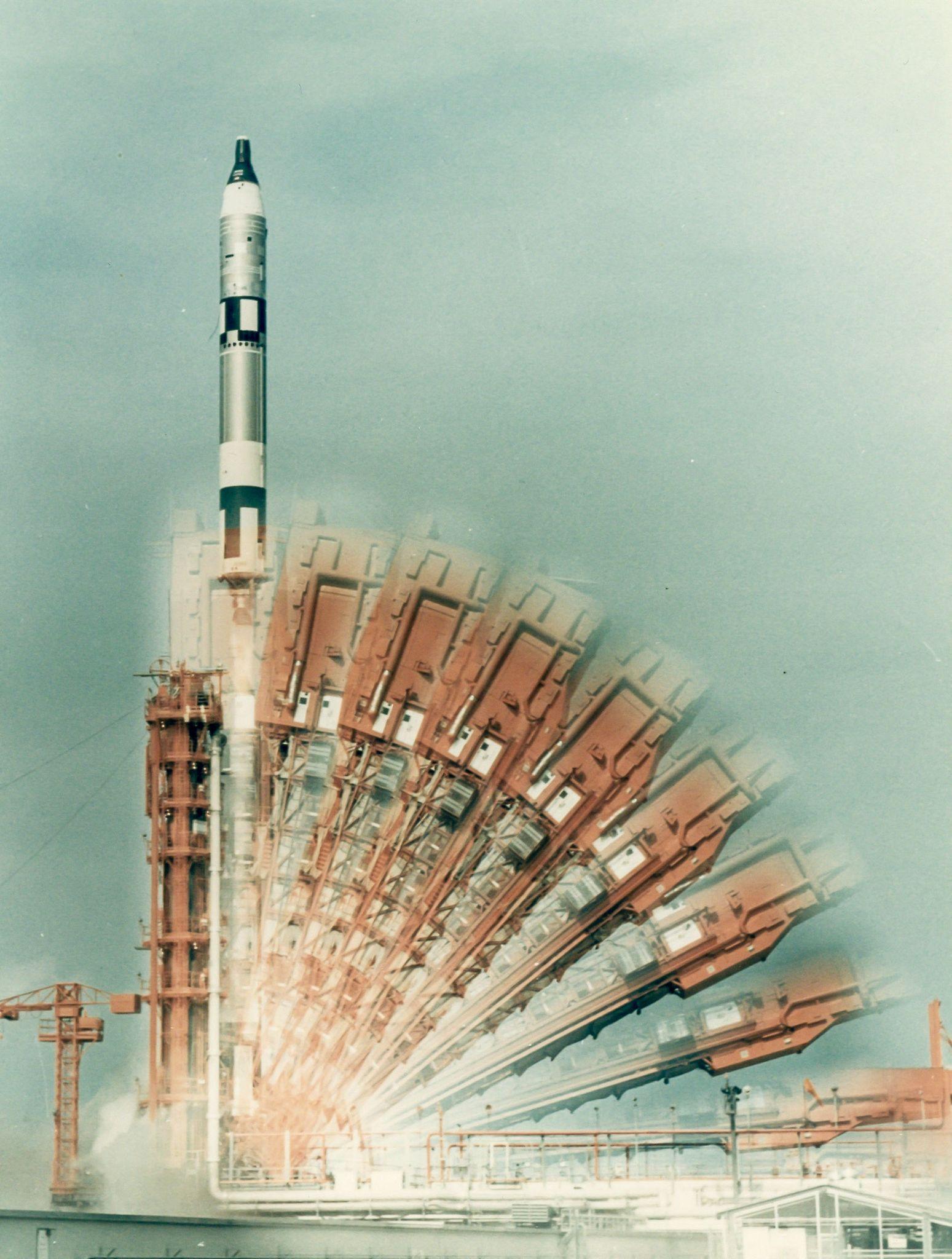 0614 Космический винтаж: старые снимки НАСА уйдут с молотка в Лондоне