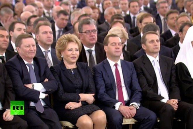 17. А это стоп-кадр с трансляции обращения Путина к Федеральному собранию 4 декабря 2014 года.