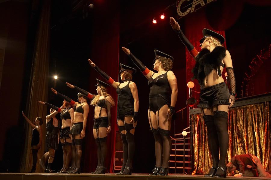 striptease08 Стриптиз: от древних времен до бурлеска наших дней