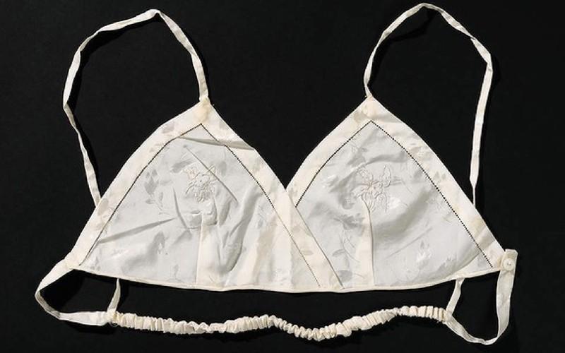 bra11 Принять на грудь: всемирная история бюстгальтера