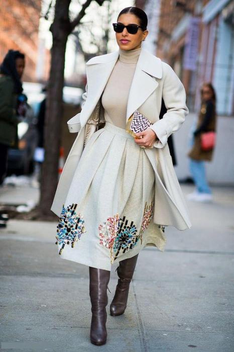 3. Например, платья дизайнера Diane Von Furstenberg были намеренно изменены, чтобы их можно было включить в ассортимент бутика: вместо длины до колен они стали в пол.