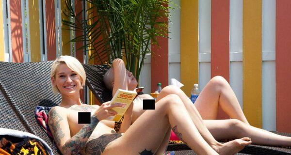 Зачем девушки Нью-Йорка читают книги топлес на глазах у прохожих?