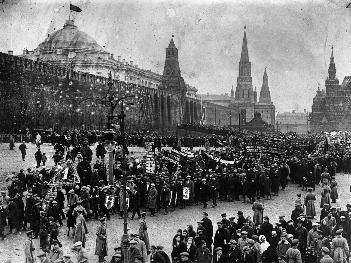 They Way Russia Celebrated May 1st in 1917-1933