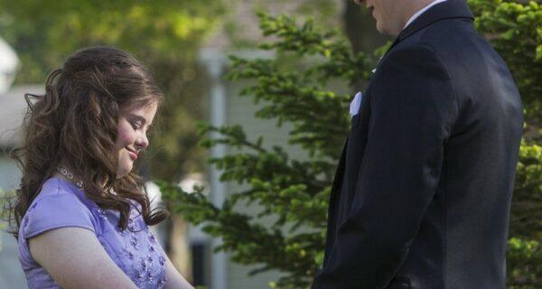 В детстве он дал обещание девочке с синдромом Дауна. И спустя 7 лет сдержал его!