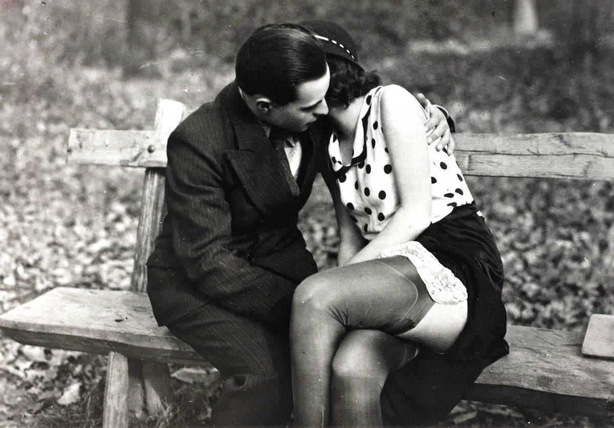 девицы старинное черно белое эротическое фото большому
