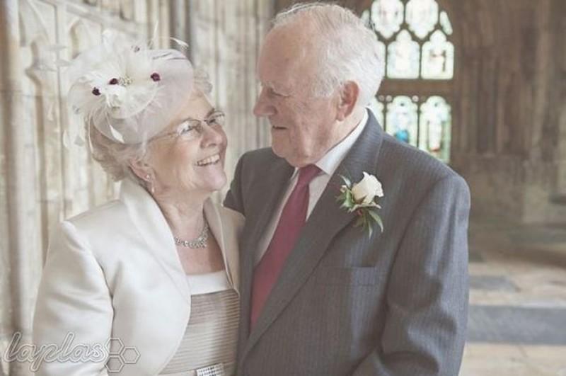 человек уверен, пожилая свадебная пара фото сыра ягода