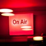 Попову не стыдно: как устроена радиостанция «Серебряный Дождь»