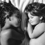 Беляночка и Розочка: две похожие сестренки, родившиеся в разных концах света
