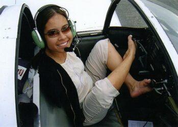 1. Джессика Кокс стала первой женщиной, которая научилась летать, используя только ноги. Кстати, она получила лицензию.