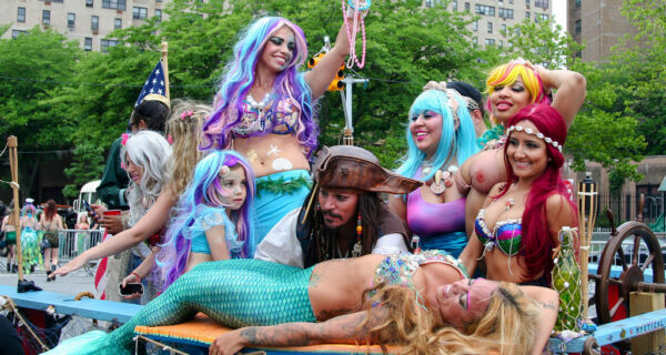 Парад русалок — старое доброе бруклинское фрик-шоу