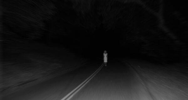 Ужас на трассе: реальное видео призрака на дороге
