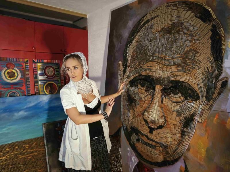 Украинская художница делает портрет Путина из патронов