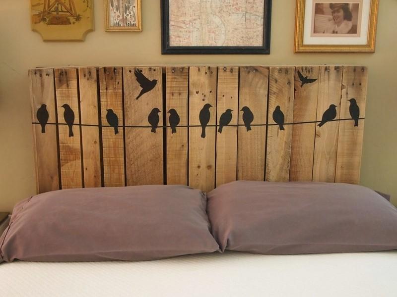 Кровать без изголовья современный вариант дизайна спального ложа