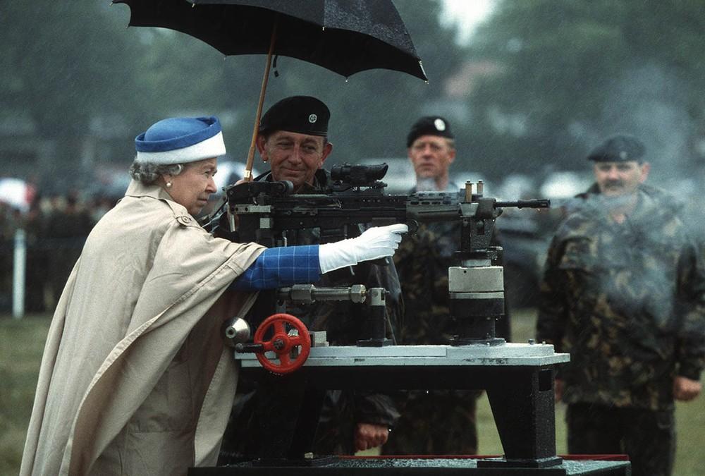11 крутых фактов об английской королеве, которые вас поразят фото